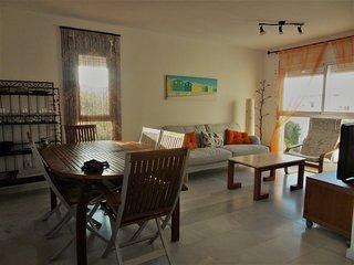 Precioso apartamento a 300m de la playa y junto a campo de golf. Wifi