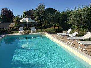 Villa con piscina privata e vista mare