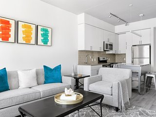 Pleasing 1BR  | Lounge + Gym  | Center City