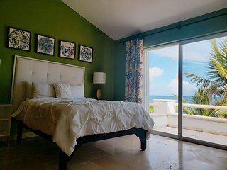 Green Suite with Ocean View, Villa Susana Beachfront House
