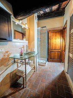 Modern bathroom under ancient beamed ceilings