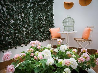 Beautiful vintage style studio with patio in downtown Malaga