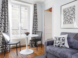 18. LOVELY 1BR FLAT BY THE RIVER SEINE AND NOTRE DAME!