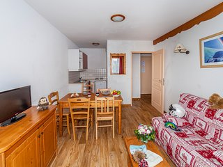 Comfy + Sunny Apartment | Near Ecrins National Park