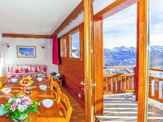 Spacious + Sunny Apartment | Near the Pistes!