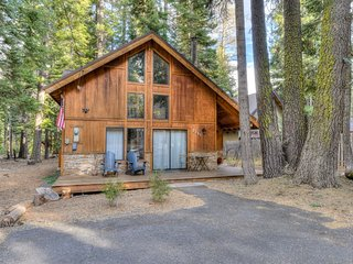 Contemporary & Rustic Tahoe Home; Minutes to Lake!