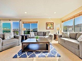 25% OFF JAN + FEB - Spacious Beach Condo w/ Stunning Views & Private Deck!