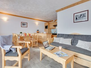 Deluxe Chalet-Inspired Apartment | Mountain Pistes at your Doorstep!
