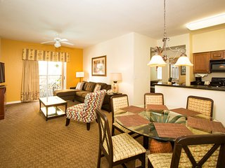 Bright + Spacious Deluxe Suite | Close to Theme Parks!