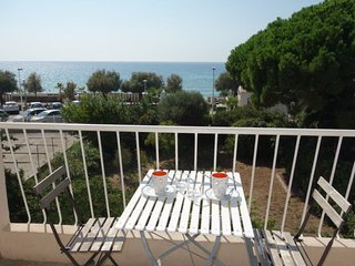 2 bedroom Apartment with Air Con, WiFi and Walk to Beach & Shops - 5699541