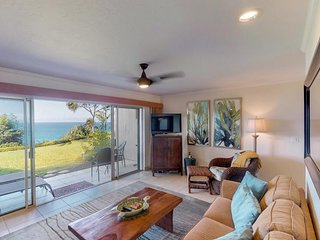 NEW LISTING! Remodeled condo w/amazing ocean views, shared pool & hot tub