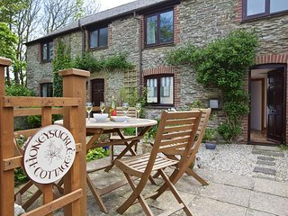 HONEYSUCKLE COTTAGE, barn conversion, pet-friendly rural views, countryside