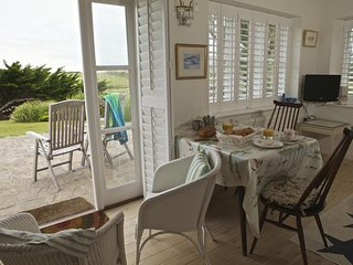 THE BEACH HOUSE, en suite bedroom, garden/terrace, South West Coast Path nearby,