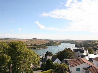 4 LYNDHURST, estuary views, off-road parking, close to central Salcombe, open pl