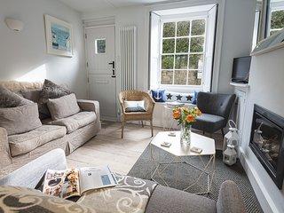 GINN COTTAGE, cosy cottage, garden, feature gas fire