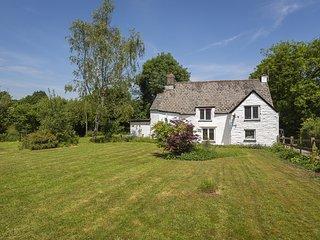 BROOK FARM, countryside location, garden, pet-friendly, terrace