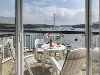 35 THE SALCOMBE stunning waterside view, balcony, heated outdoor pool, mooring