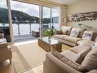 VILLA 1, ESTURA, stunning waterside views, luxury Salcombe setting, parking for