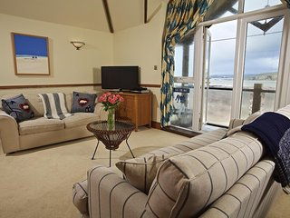 12 THURLESTONE ROCK, second floor apartment, sea views, beachside location, Wifi