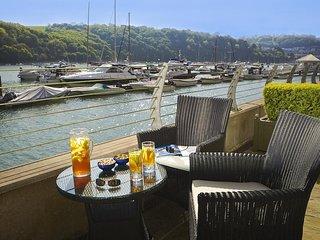 18 DART MARINA, luxury apartment, waterside location, large terrace, modern