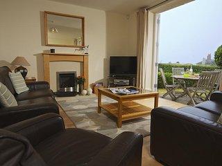 3 COMBEHAVEN, near central Salcombe, garden, open plan living space