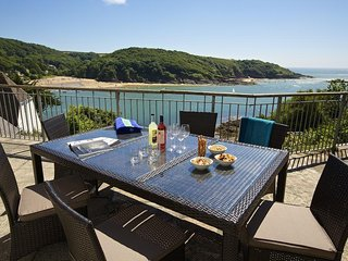 THE BEACH HOUSE, WOODSIDE BEACH, Salcombe waterside, sea view, private beach, mo