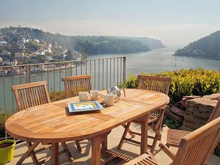 OUT TO SEA, river/sea views, two outdoor areas, Juliet balcony, parking