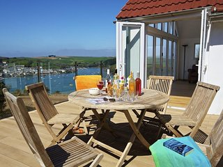 MOORINGS, close to beach, panoramic estuary views, roof terrace