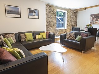 8 THE POTTERY, first floor apartment in a historic building, pet-friendly, conte