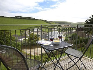 GRAND VIEW, sea and country views, baby-friendly, balcony, garden,