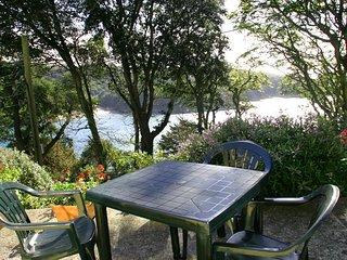 SUNRISE, 8 MELBURY, Salcombe setting, patio, communal gardens, estuary views