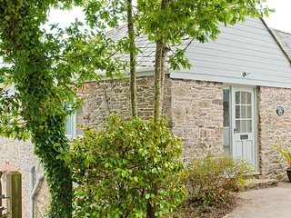 ORCHARD BARN, countryside setting, patio, fireplace, parking