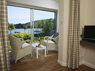 7 THE SALCOMBE ground floor studio flat, seasonal outdoor swimming pool