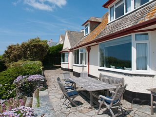 LINKS COTTAGE, enclosed garden, sea view, beach close by, wood burning stove