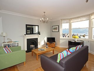 32 NEWCOMEN ROAD (FLAT 2), central Dartmouth location, open plan living space, p