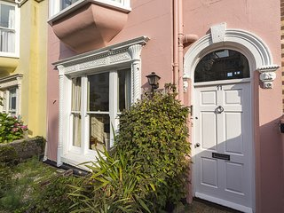 LOWER MAXPOFFLE, estuary views, close to Salcombe town centre, terrace, barbecue