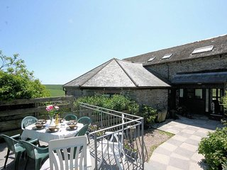 THE GRANARY (MALBOROUGH), dog-friendly, countryside setting, baby friendly, clos