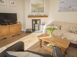 1 TOP VIEW COTTAGES, pet-friendly cottage, furnished terrace and garden, close t