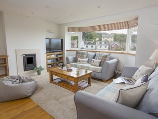 6 KNOWLE COURT, estuary views, wifi, near central Salcombe, open plan living