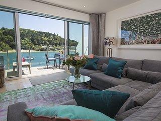VILLA 8, ESTURA, stunning waterside views, luxury Salcombe setting, parking for