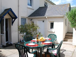 COTTAGE VIEW, pet-friendly, stunning country and sea views, enclosed garden