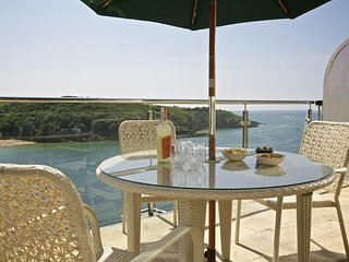 2 CHANNEL VIEW, stunning estuary views, central Salcombe, open plan living space