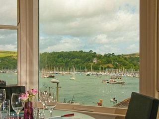 4 DARTVIEW, First floor flat, stunning views over the river Dart, set in the