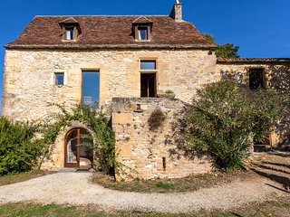 A 17th century house with private pool and unique view over the Dordogne valley