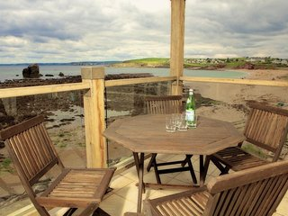 4 THURLESTONE ROCK, private balcony, sea views, next to a sandy beach