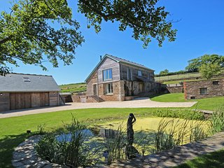 HIGHER HILL BARN, barn conversion, countryside location, open plan living