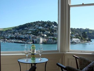 3 DARTVIEW, central Dartmouth, river view, open plan living space, wifi.