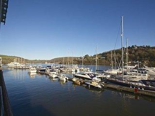 20 DART MARINA, luxury apartment, central Dartmouth, river views, open plan