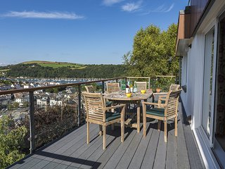 56 CROWTHERS HILL, River views, balcony, garden, close to Dartmouth town centre