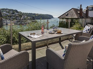 SEASCAPE (DARTMOUTH), dog-friendly, river/sea views, furnished terrace